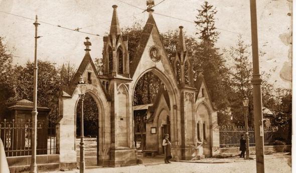 Główna brama wejściowa na Cmentarz Łyczakowski, ok 1910 r.