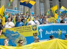 Stowarzyszenie Ślązaków  dąży do decentralizacji państwa i zbudowania regionalnej autonomii z własnym premierem i sejmem do 2020 r. Na zdjęciu marsz RAŚ w Katowicach w lipcuBigger