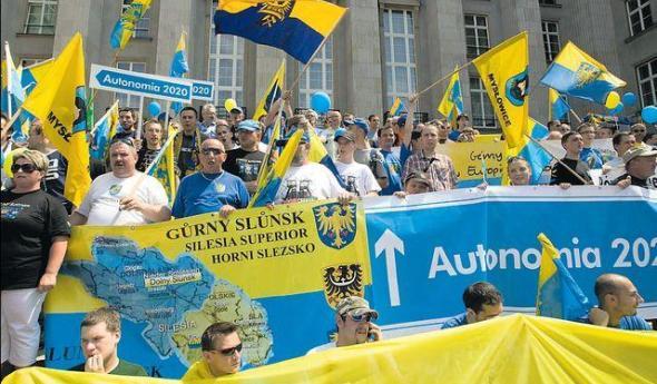 Stowarzyszenie Ślązaków  dąży do decentralizacji państwa i zbudowania regionalnej autonomii z własnym premierem i sejmem do 2020 r. Na zdjęciu marsz RAŚ w Katowicach w lipcu