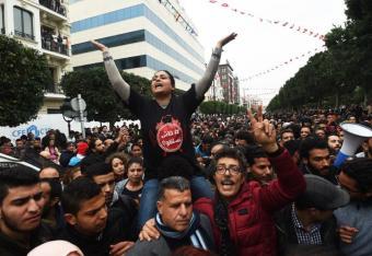 Znowu zapachniało rewolucją w Tunezji