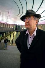 Architekt Andrzej Chołdzyński na stacji Pl. Wilsona, za projekt która została uznana za najlepszą podczas konkursu w Kopenhadze