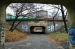 Gdy przejazd nad torami obok Dworca Gdańskiego zostanie zamknięty, pieszym pozostanie trochę zapomniane przejście. Znajduje się ono w miejscu dawnego tunelu dla tramwajów na wysokości ul. Krajewskiego