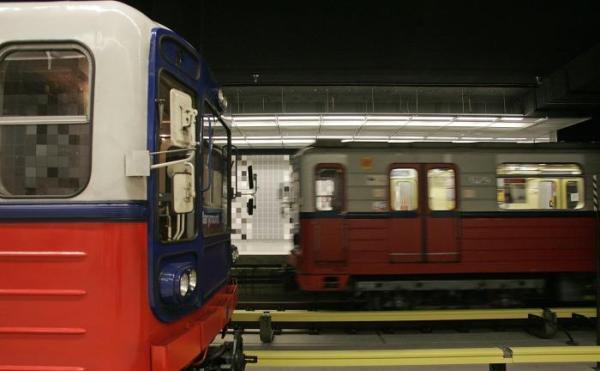 """9. Metru Warszawskiemu - zbudowania drugiej linii, zanim dziś urodzone dzieci wejdą w okres emerytalny (z uwzględnieniem """"pomostówek"""")"""