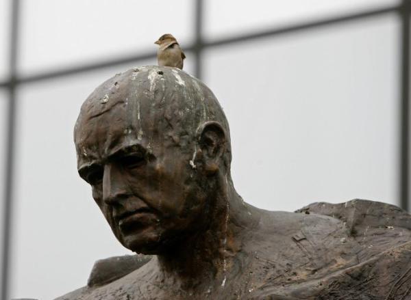 18. Pomnikom - żeby gołębie mniej na nie robiły
