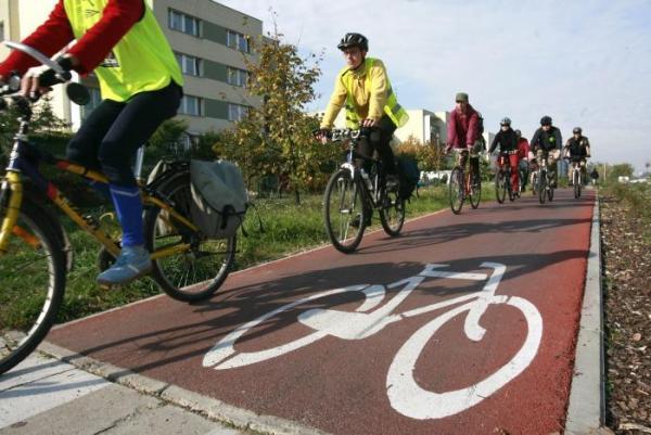 19. Ścieżkom rowerowym - żeby było ich więcej, bo w kupie raźniej (nie dotyczy pomników) i bez kostki bauma