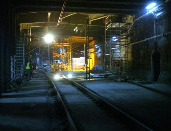 28. Spółkom PKP - żeby zrozumiały, że pociąg POWINIEN mieścić się w tunelu