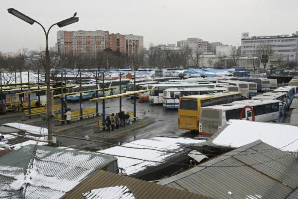 36. Dworcowi PKS Stadion - uwolnienia się z żelaznego uścisku bazarowych szczęk
