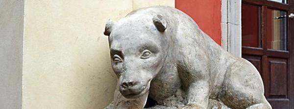 Ta lwica trafiła przed kościół Jezuitów sprzed kościoła popijarskiego, przekształconego na cerkiew