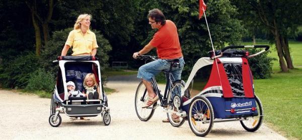 Specjalne wózki dziecięce bardzo szybko zamienić można  w rowerową przyczepkę.  W zależności od modelu, można w nich wozić nawet dwie pociechy