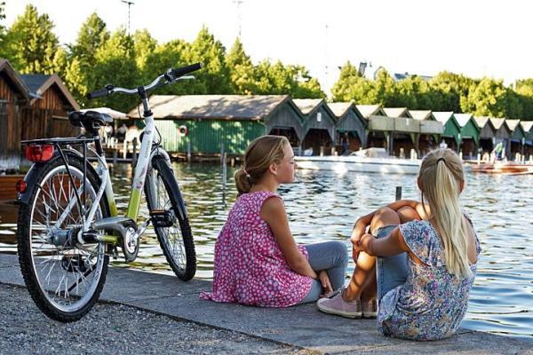 Rowery dla dzieci nie różnią się konstrukcją, od tych, na których jeżdźą ich rodzice