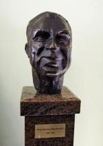 *Rzeźba prof. Ireneusza Roszkowskiego stanęła  w szpitalu przy  ul. Karowej