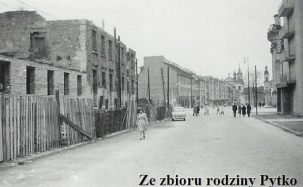 1960 - ul. Długa. Zdjęcie konkursowe do Retro Warszawa z 16 maja 2009 roku.