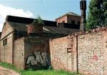 *Rozebranie komina w Norblinie stało się podwójnie symboliczne – stara fabryka nie wznowi już produkcji, nawet dla celów dydaktycznych. A nowa – ulokowana koło Huty Warszawa  – splajtowała