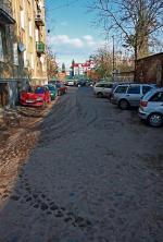 *Widok z Kotlarskiej w kierunku Żelaznej, czyli stoimy na prawdziwym bruku dawnej Krochmalnej