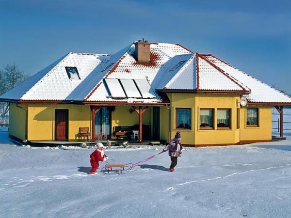 Taka ilość śniegu to tylko ozdoba, gdy jest go więcej, może uszkodzić konstrukcję dachu. To także niebezpieczeństwo dla ludzi