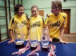 Dziewczęta z Bielan: Alicja Dys, Klaudia Czarnecka i Julia Kacprzak cieszą się z kolejnego sukcesu