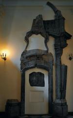 Fragmenty pomnika dziś u jezuitów