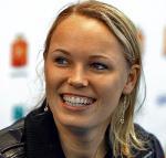 *Karolina Woźniacka. Urodzona 11 lipca 1990 r. w Odense.  W marcu awansowała na drugie miejsce w rankingu WTA (obecnie jest trzecia). W zeszłym roku była w finale US Open, gdzie przegrała 5:7, 3:6 z Kim Clijsters. Zarobiła na korcie prawie 4 mln dol.