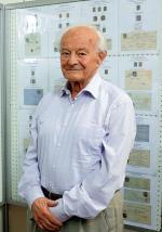 *Zbigniew Mikulski pokazuje w Warszawie część swojej znanej na świecie kolekcji
