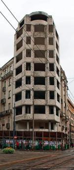 *Szkielet budynku wypełniony pustakami rok temu...