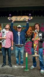 *Popularyzatorzy jazdy na długiej desce, czyli longboardzie: Jan Filip Ferens,  Michał Nowacki i Marcin Wielgo