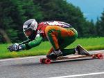 *Podczas zjazdu na longboardzie pędzi się nawet 90 km/godz.