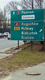 *Zmorą  kierowców przejeżdżających przez Warszawę są znaki, które błędnie pokazują kierunki albo są nieaktualne