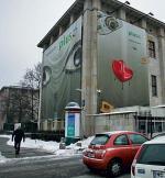 *Z gmachu  Muzeum Narodowego  już wczoraj miały zniknąć reklamy. Operację skomplikowała zima. Ale to i tak ostatnie dni płacht na zabytkowym obiekcie