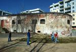 Kompletne nieporozumienie. W miejscu rozbieranego fortu na Golędzinowie postawiono osiedle. Jak to teraz wygląda – każdy widzi. Czy taka ma być miejska adaptacja  dawnych umocnień?