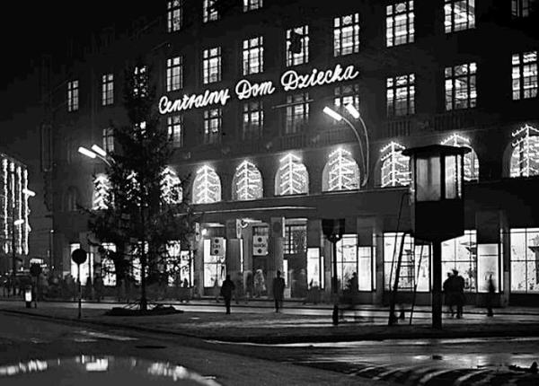 Centralny Dom Dziecka w latach 50. – nazwa na wyrost, jakbyśmy mieli jeszcze zwykłe handlowe Domy Dziecka. Proszę zwrócić uwagę na posterunek milicji po prawej stronie