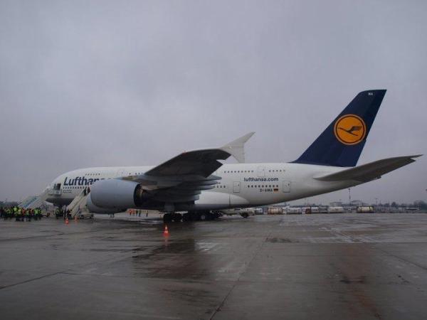 Airbus A380 na lotnisku Chopina w Warszawie