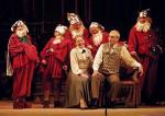Krasnoludki mają za zadanie przekonać dyrektora teatru do bajek