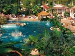 *Kąpieliska w Tropical Islands przypominają lagunę  na wyspie Bali  i Morze Południowe