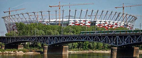 Stadion  Narodowy w Warszawie miał być oddany do użytku  30 czerwca. Teraz nie wiadomo nawet, czy będzie gotowy na wrześniowy mecz Polska – Niemcy.