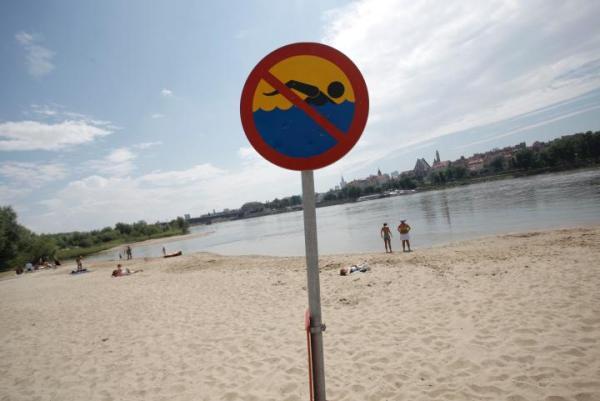 Czy jakość wody pozwala pływać w rzece, urzędnicy nie wiedzą, badań nie robiono od dwóch lat