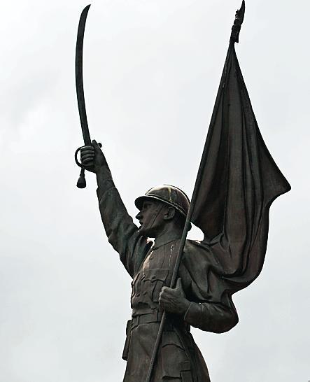 Pomnik Dowborczyków  powinien zostać przed Muzeum Wojska Polskiego – uważa jego fundator