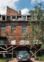 O ten dom walczą warszawiacy. Choć od 19 lat figuruje w rejestrze zabytków,  dziś jest kompletną ruiną