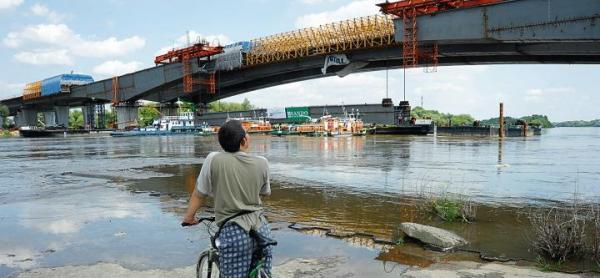 Most Północny będzie  ratunkiem  dla Białołęki. Ratusz zapowiadał otwarcie przeprawy przed końcem tego roku. Największe zagrożenie dla terminu czai się pod wodą, obok podpór po stronie Bielan