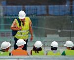 Od początku budowy stadionu pracownicy mają problemy z wyegzekwowaniem pensji  od pracodawców