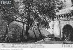 U góry – autentyczna carska szubienica ustawiona  w rejonie Bramy Straceń.  Co ciekawe, Niemcy w latach 1916 – 1917 też zabijali tam ludzi
