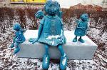 Anielica siedzi przy CH Wileńska, stara rodzinka aniołów  – na Ząbkowskiej, a jeden stworek czeka na swoje miejsce na Pradze- -Północ