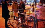 Koksowniki zapłonęły na ulicach wczoraj po południu.  W ten sposób można ogrzać się  w 43 punktach miasta. Na zdjęciu koksownik  na pl. Konstytucji