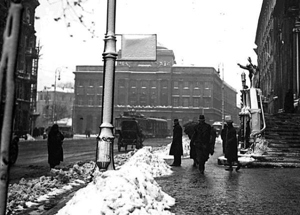 Krakowskie Przedmieście w latach 30. Jakie oni mieli wtedy czyste chodniki?