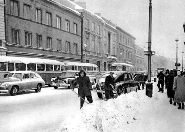 Rok 1959. Zima na Nowym Świecie to ciężka walka socjalizmu ze śniegiem