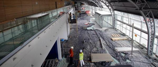 Na lotnisku trwają prace wykończeniowe. Ruszyła też budowa bazy sokolniczej, w której od połowy maja swoje miejsce będą miały m.in. sokoły rarogi wraz z rozpoczynającymi pracę sokolnikami