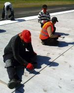 Dziury w całym pasie robotnicy zalepiali ręcznie