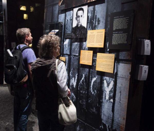 Muzeum Powstania Warszawskiego ma ponad  300 wolontariuszy, którzy pomagają zwiedzającym