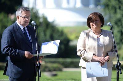 Prezydent Bronisław Komorowski oraz jego małżonka Anna Komorowska (P) wzięli udział, 7 bm. w Ogrodzie Saskim w Warszawie w ogólnopolskiej akcji