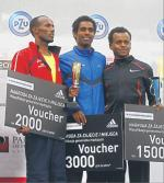 Czołowa trójka na podium (od lewej): Weldu Negash Gebretsadik, Yared Shegumo i Solomon Molla Tiumauy