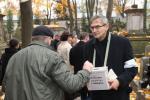 Olgierd Łukaszewicz kwestujący na Powązkach
